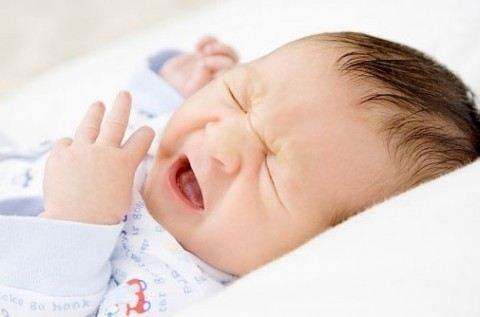 6 lưu ý xử lý nhanh chóng khi trẻ sơ sinh bị nghẹt mũi