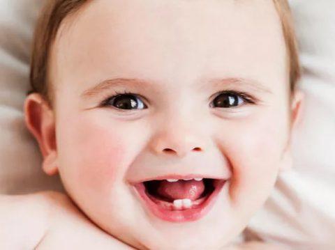 Điểm danh 8 dấu hiệu bé mọc răng mẹ nên biết